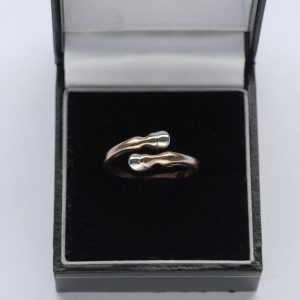 hooves ring rose g